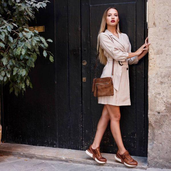 Carmela 67592 Sneaker Δερμάτινο του Ισπανικού Οίκου Carmela με αντιολισθητική σόλα Ιδανικό για την βόλτα σας.